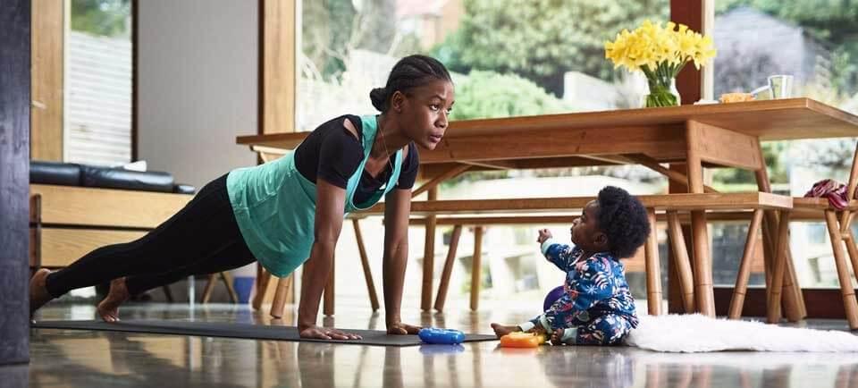 haz-ejercicio-en-casa Como mantenerse en forma en casa
