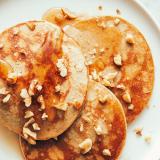 Prueba estas deliciosas tortitas de proteínas con plátano y nueces