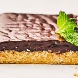 Prueba esta receta de deliciosas barritas de proteínas de chocolate con un toque a menta
